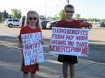 Fairview Lakes nurses and families support a fair contract